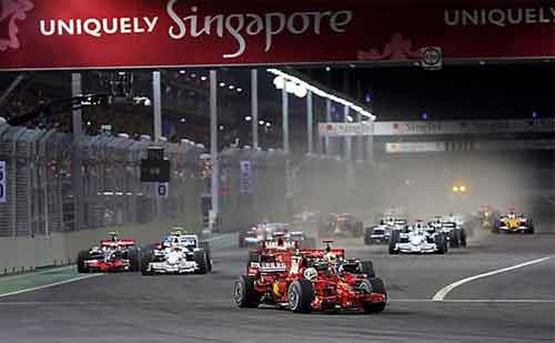 Massa memimpin lomba..